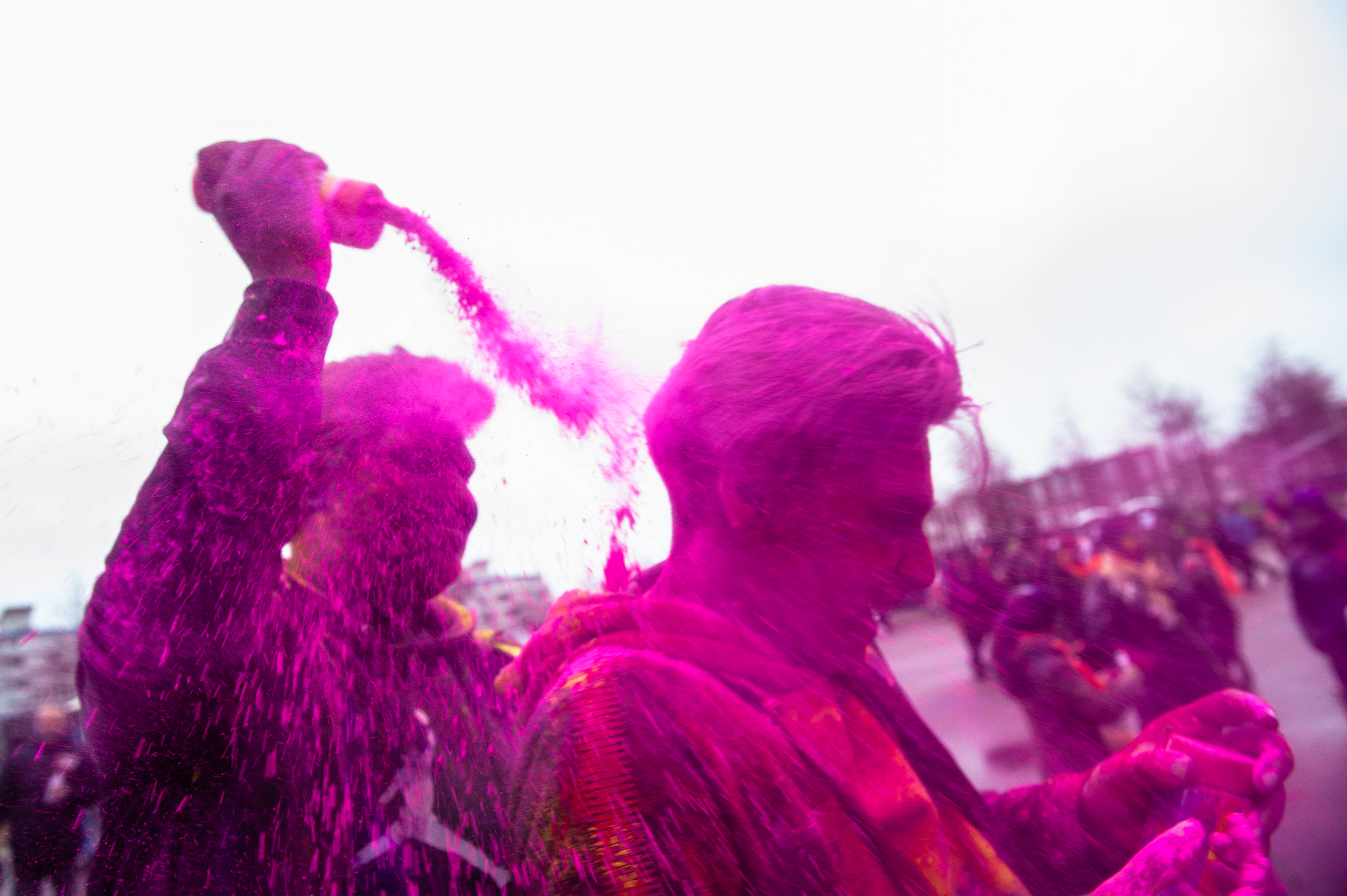 March 10th, The Hague. Millions of people around the world celebrate the annual Holi Hangámá Festival, also known as the Festival of Colours. For Hindus, it's a celebration of the arrival of spring, the New Year and victory all in one. The largest Indian population in Europe (outside of the UK) can be found in The Hague, this is one of the largest in Europe. The highlight of the Holi celebrations is the procession through the multicultural Transvaal and Schilderswijk neighborhoods. Participants in the procession throw brightly colored powder on themselves and at each other to show that spring has begun. This year the theme chosen is Freedom, which is especially important for migrant groups in the Netherlands.