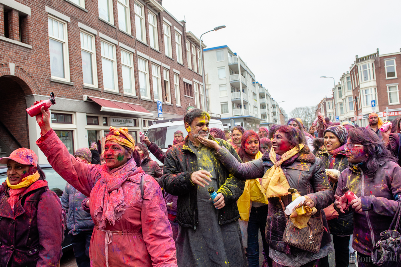 March 21st, The Hague. Millions of people around the world celebrate the annual Holi Hangámá Festival, also known as the Festival of Colours. For Hindus it's a celebration of the arrival of spring, the New Year and victory all in one. The largest Indian population in Europe (outside of the UK) can be found in The Hague, this is one of the largest in Europe. The highlight of the Holi celebrations is the procession through the multicultural Transvaal and Schilderswijk neighbourhoods. Participants in the procession throw brightly coloured powder on themselves and at each other to show that spring has begun. This year is also a very special celebration, they are also celebrating 145 years of the Hindustani immigration.