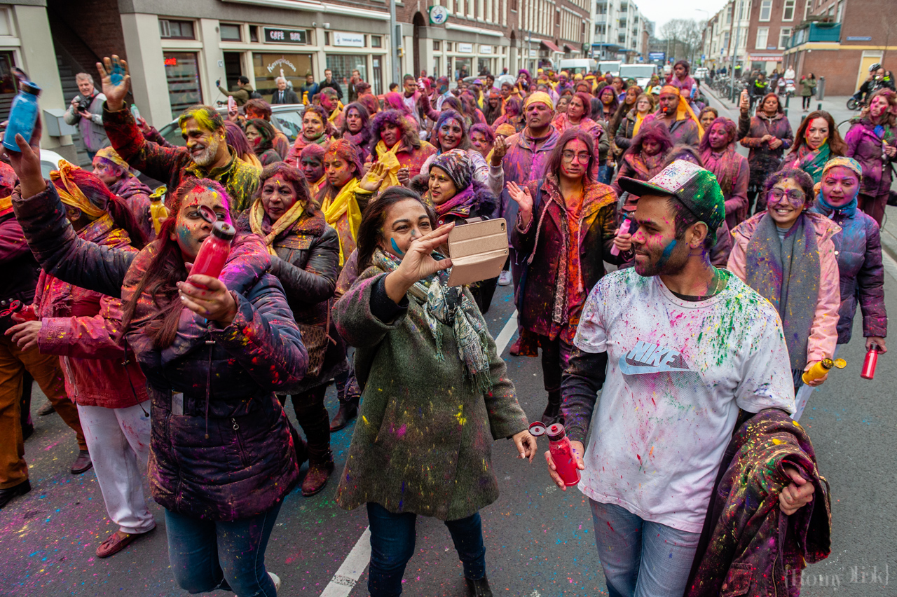 Millions of people around the world celebrate the annual Holi Hangámá Festival, also known as the Festival of Colours. For Hindus it's a celebration of the arrival of spring, the New Year and victory all in one. The largest Indian population in Europe (outside of the UK) can be found in The Hague, this is one of the largest in Europe. The highlight of the Holi celebrations is the procession through the multicultural Transvaal and Schilderswijk neighbourhoods. Participants in the procession throw brightly coloured powder on themselves and at each other to show that spring has begun. This year is also a very special celebration, they are also celebrating 145 years of the Hindustani immigration. Photo by Romina Cano/SIPA